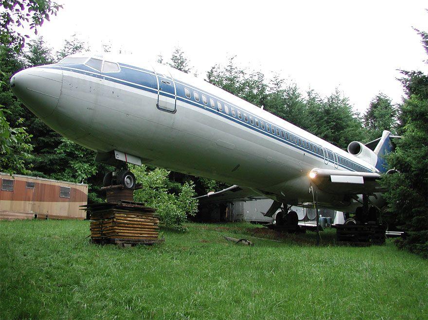 uomo-vive-dentro-aereo 1