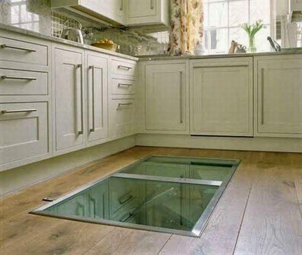 Mette una finestra sul pavimento della sua cucina quello for Pavimento della cucina in stile artigiano